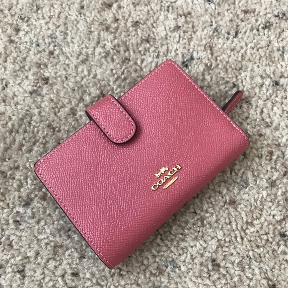 896f017a COACH MEDIUM CORNER ZIP WALLET PEONY/LIGHT GOLD NWT